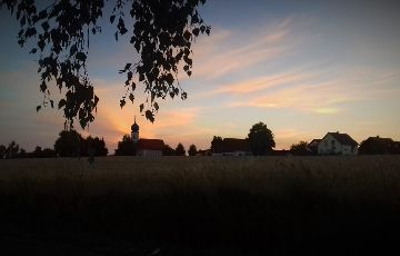 """Der Monatssieger April des Fotowettbewerbs:  Sonnenuntergang in Ebersroith"""" von Michael Herbert"""