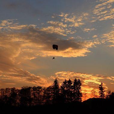 Abendflug über Stausee - Inge Prommersberger